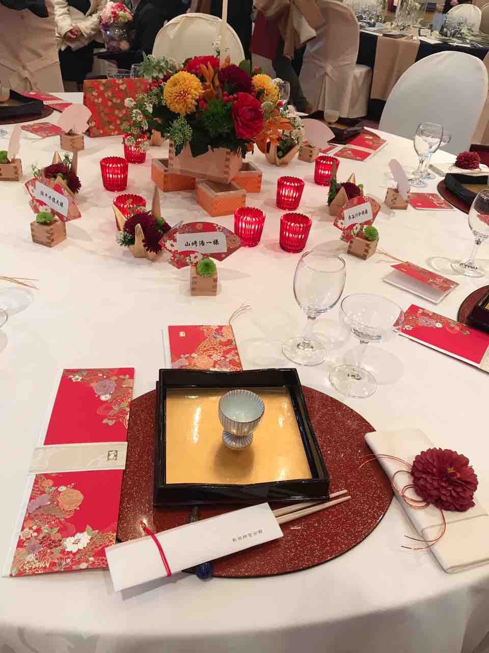 熱田神宮会館の、大結婚(ブライダルフェア)で見たテーブルコーディネートの見本