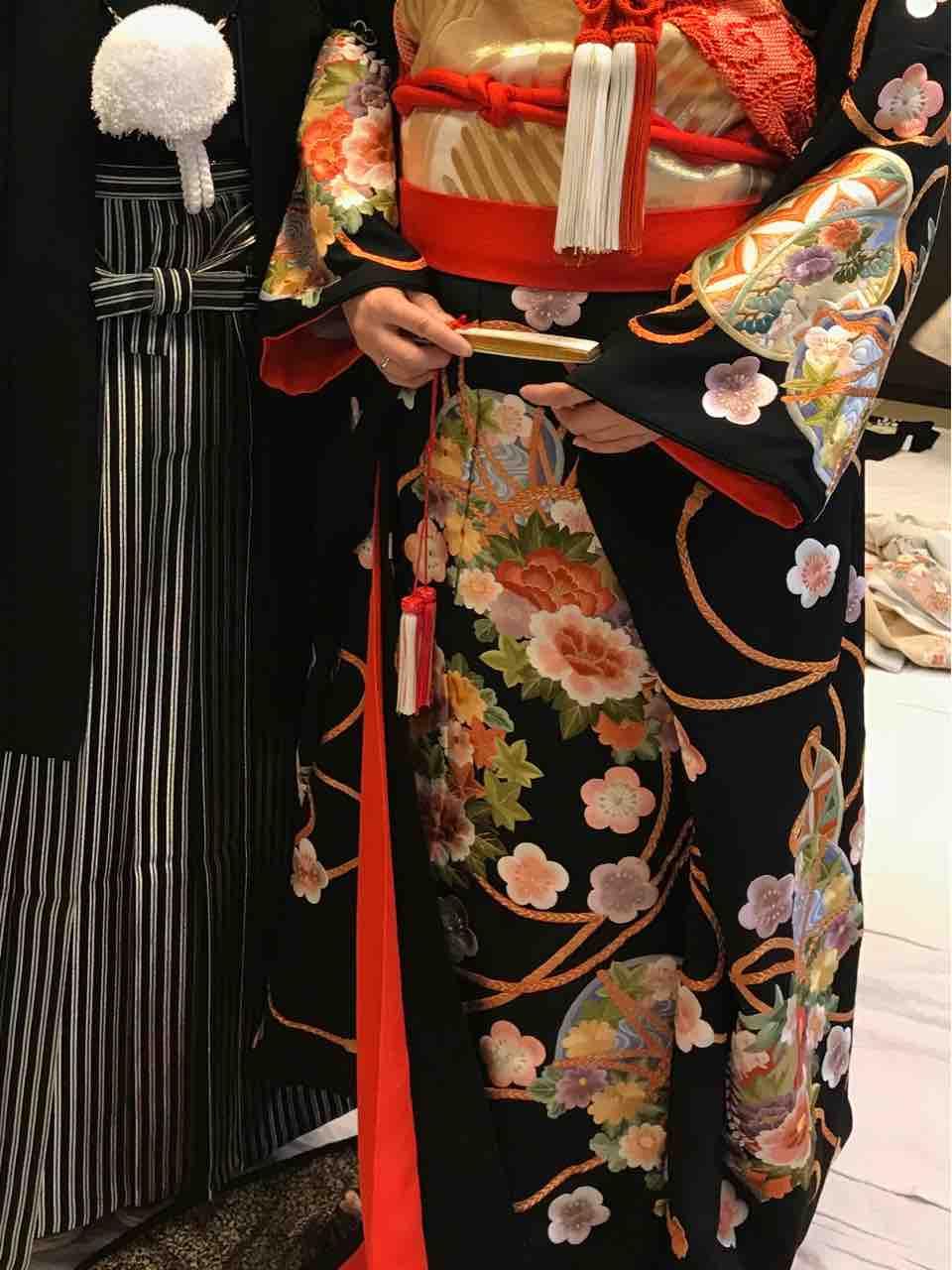 神前式での衣装、三井屋さんでの試着。