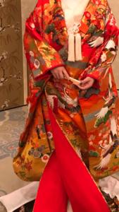 熱田神宮の大結婚の時のかつら試着体験の様子。