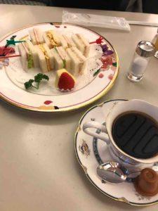 熱田神宮の喫茶ラウンジでいただいたコーヒーとサンドイッチ
