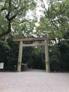 熱田神宮の正門に位置する鳥居