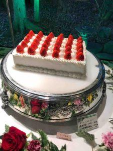熱田神宮の大結婚展で展示されていたウェディングケーキ、ラトリアのリトルスノー。