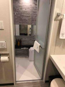 洗面所からバスルーム。